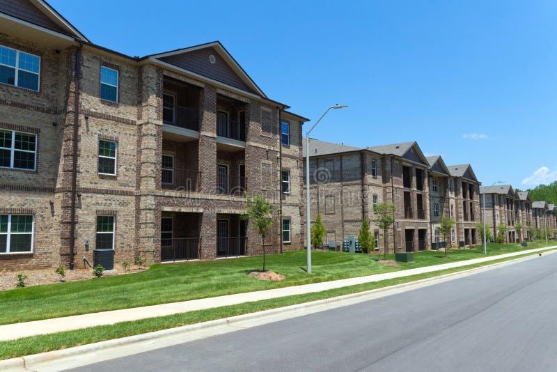 Edifícios de apartamento fotos de stock