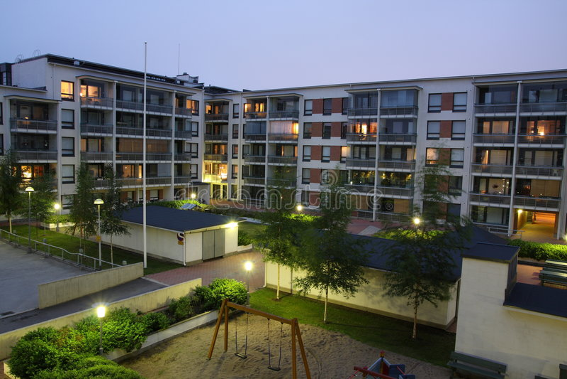 Edifícios de apartamento fotos de stock royalty free