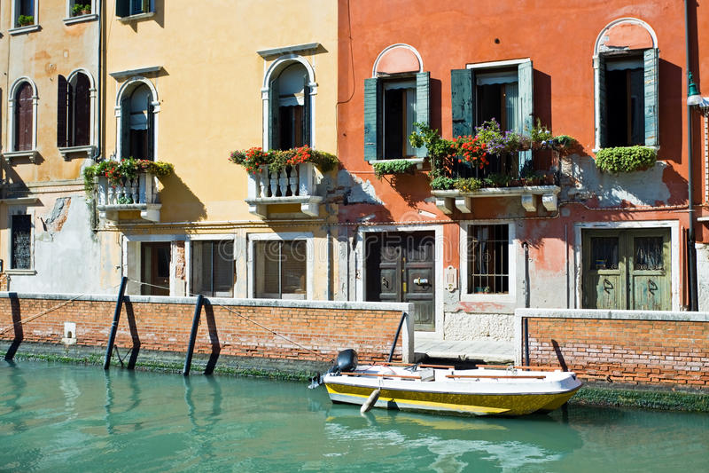 Edifícios de apartamento de Veneza fotos de stock royalty free