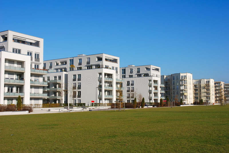 Edifícios de apartamento modernos fotografia de stock