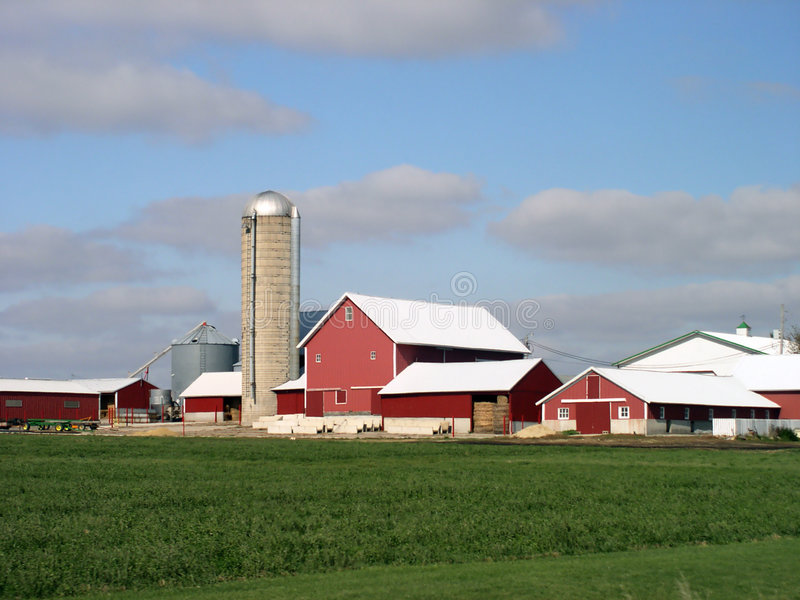 Edifícios de exploração agrícola coloridos foto de stock