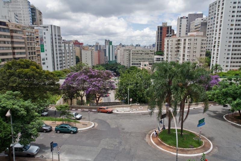 Edifícios de Sao Paulo em Nove de Julho Avenida imagem de stock