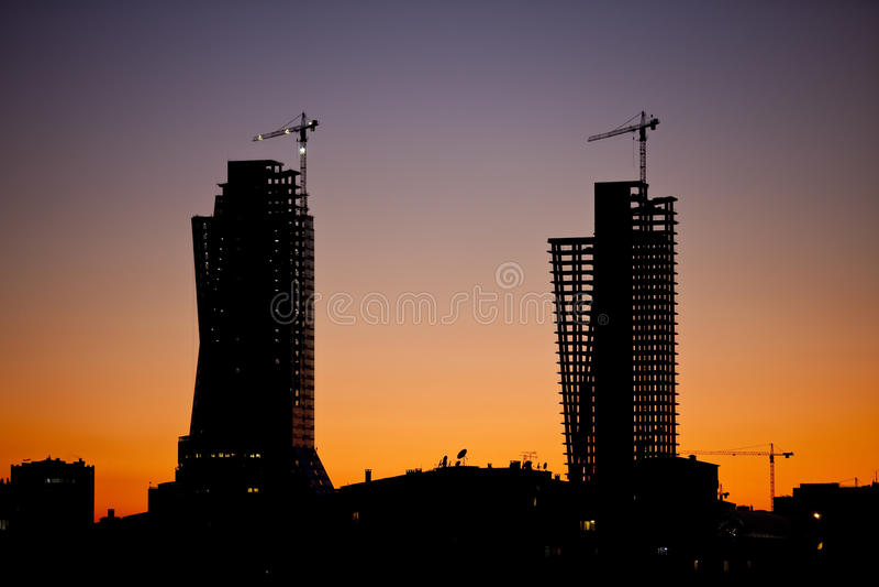 Edifícios e a silhueta da cidade fotos de stock