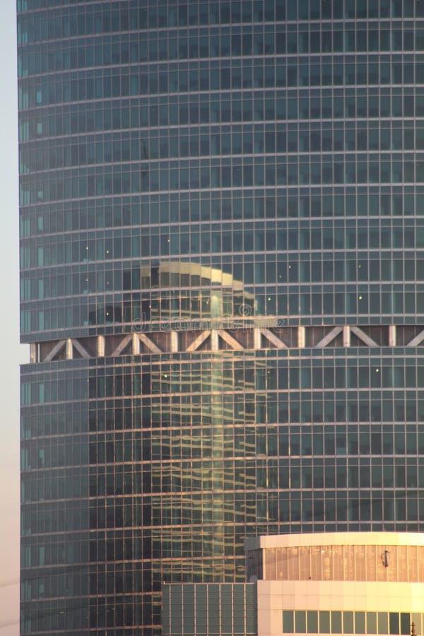 Edifícios modernos. Reflexão. imagem de stock royalty free