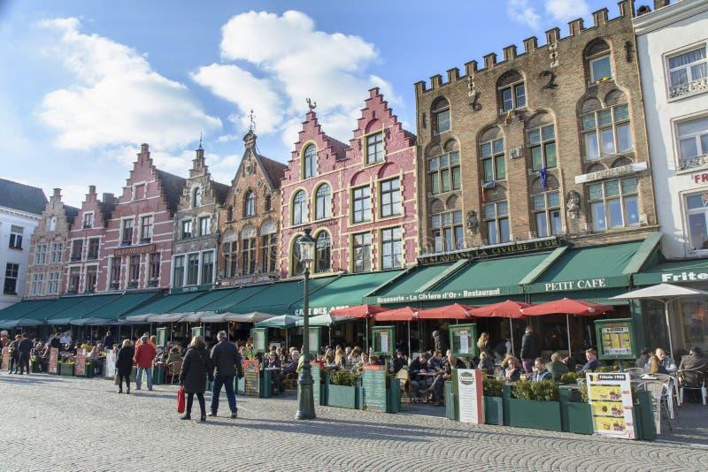 Edifícios no quadrado central - Bruges fotos de stock royalty free