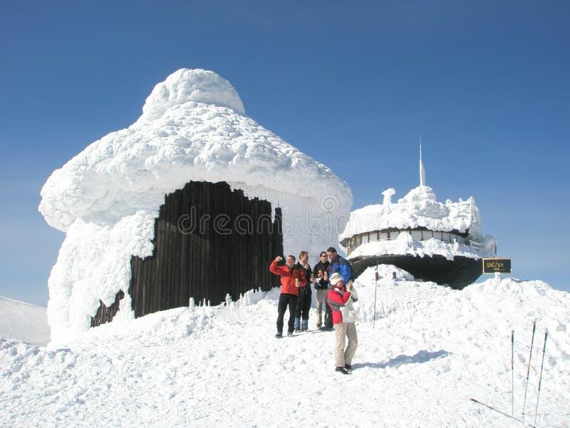 Edifícios sob a neve imagens de stock