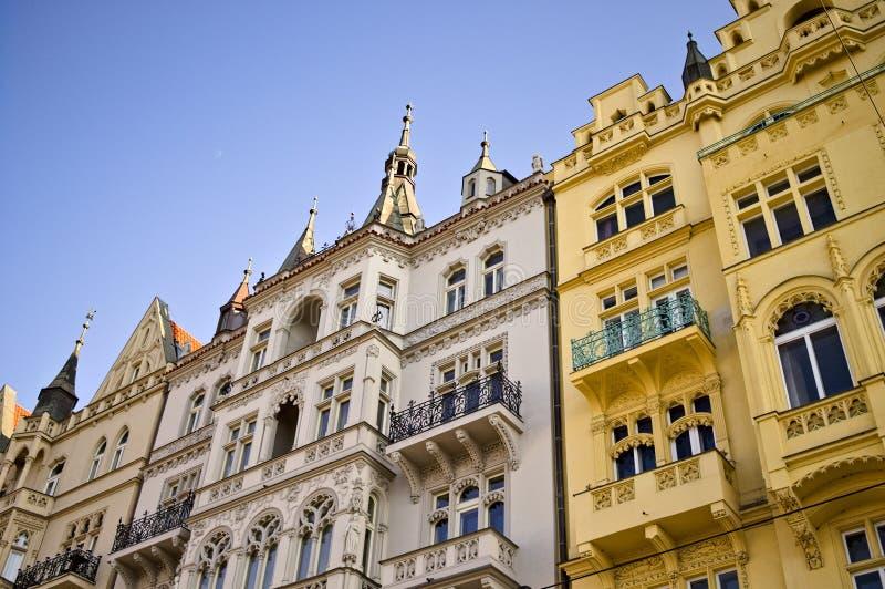 Edifícios tradicionais da Boêmia com fachadas decoradas Praga, República Checa fotografia de stock