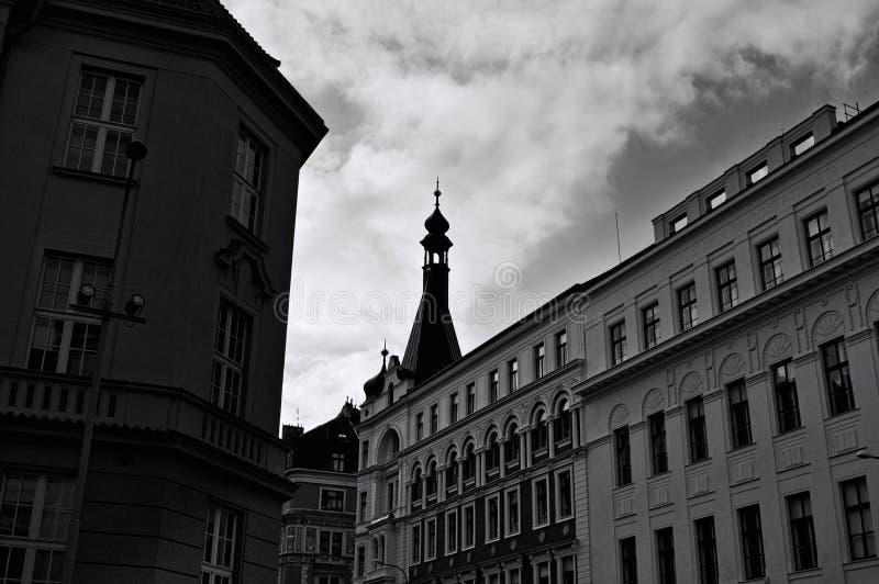 Edifícios tradicionais da Boêmia nas ruas de Praga, República Checa imagens de stock royalty free