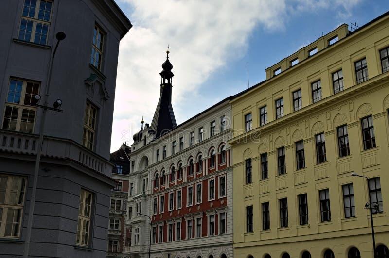 Edifícios tradicionais da Boêmia nas ruas de Praga, República Checa imagens de stock