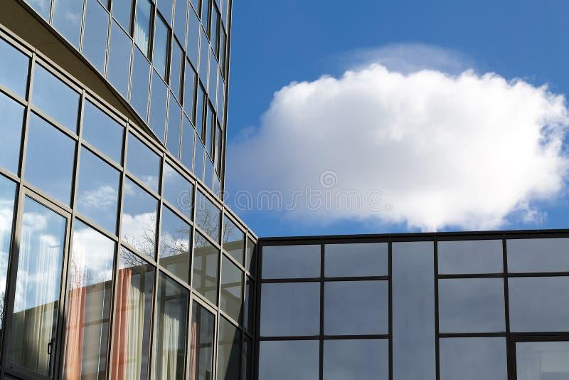 Edif?cio de vidro moderno foto de stock