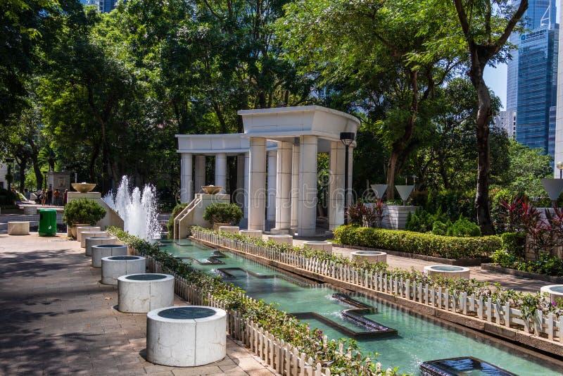 Edifice de fontaines et d'eau à l'intérieur du parc de Hong Kong dans un paysage verdoyant Hongkong, Chine Asie photo stock