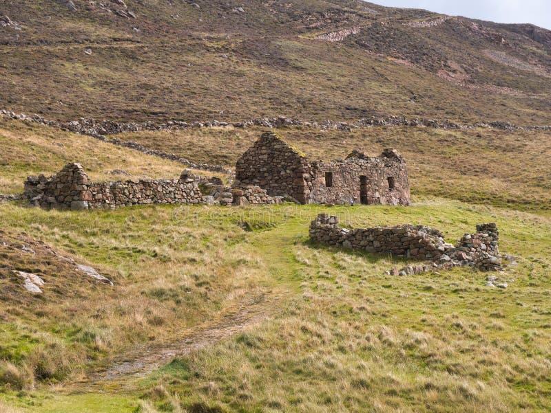 Edifici agricoli abbandonati e abbandonati nei pressi di North Ham a Muckle Roe, Shetland, Regno Unito fotografia stock