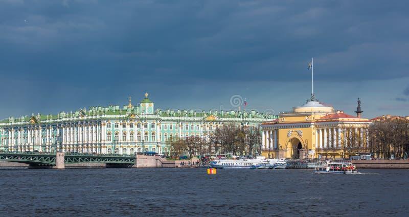 Edifici di Ministero della marina e dell'eremo, San Pietroburgo, Russia fotografia stock libera da diritti