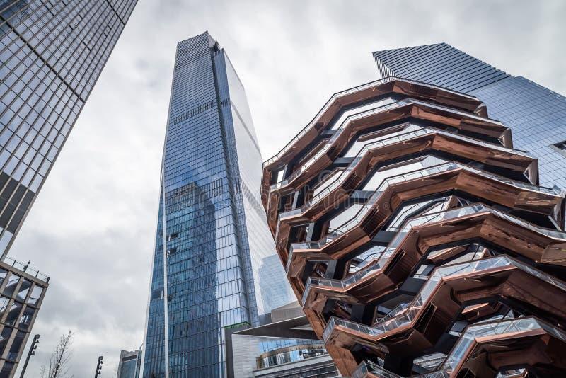 Edifici per uffici architettonici contemporanei e la nave a New York fotografia stock libera da diritti