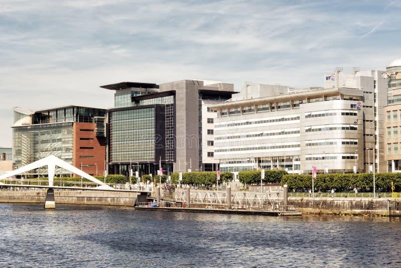 Edifici per uffici moderni sul fiume Clyde a Glasgow, Scozia, immagini stock libere da diritti