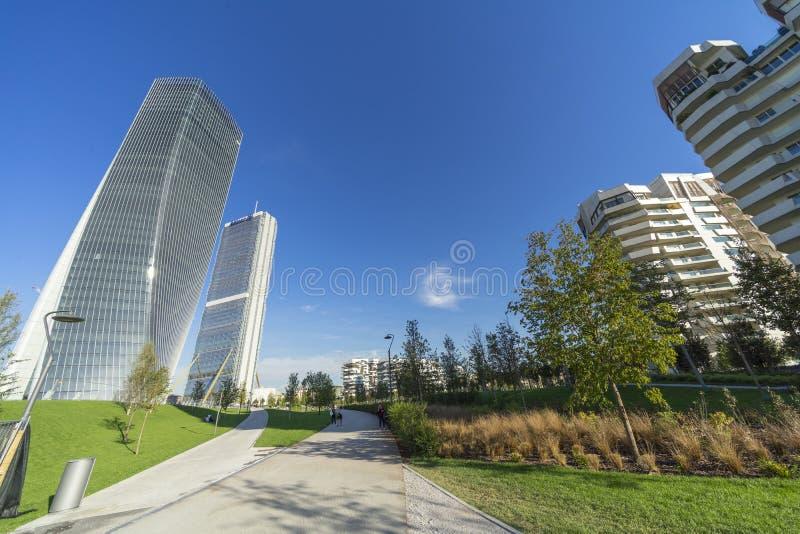 Edifici residenziali di Isozaki e di Hadid torri e di Libeskind a fotografia stock libera da diritti