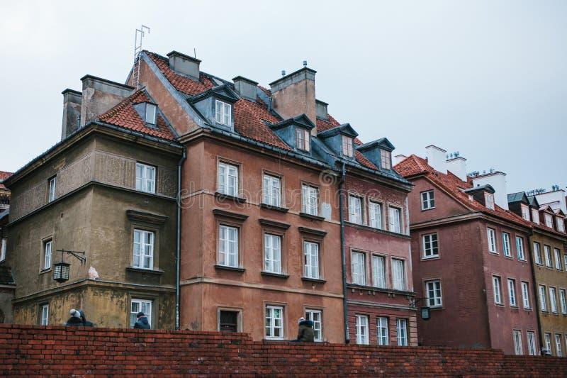 Edifici residenziali tradizionali ordinari a Varsavia fotografia stock