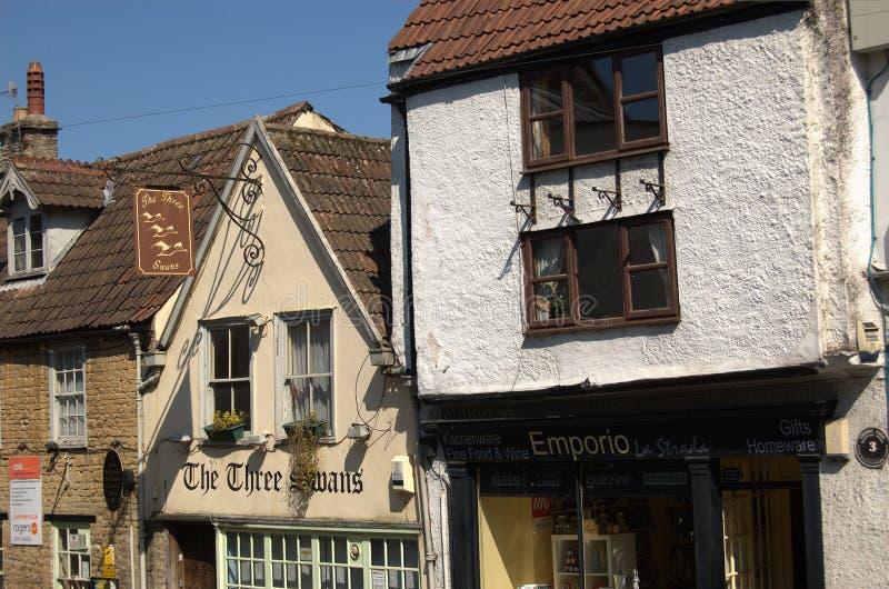 Edifici storici all'ingresso di Cheap Street, Frome, Somerset, Inghilterra fotografia stock libera da diritti