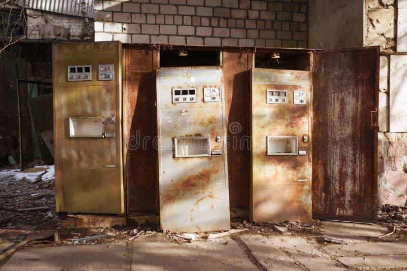 Edificio abandonado en la ciudad de Pripyat, zona de exclusión de Chernóbil, Ucrania fotografía de archivo