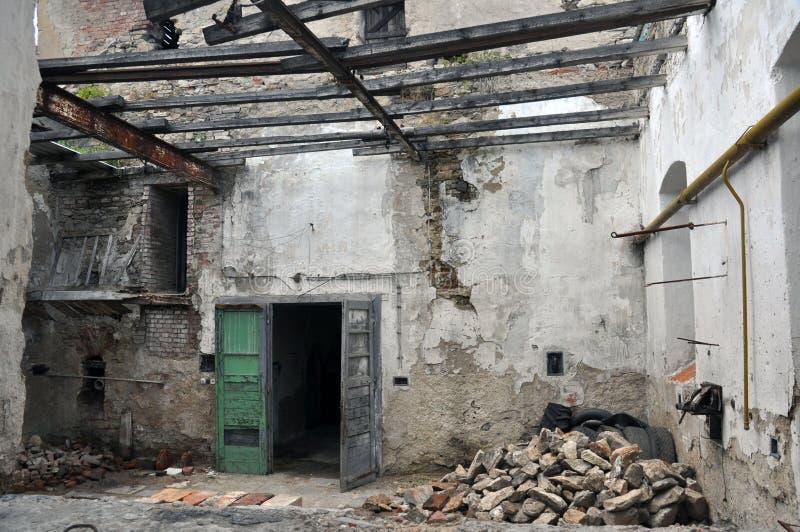Edificio abandonado sin el tejado imagenes de archivo