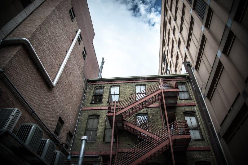 Edificio adentro hacia el centro de la ciudad fotos de archivo