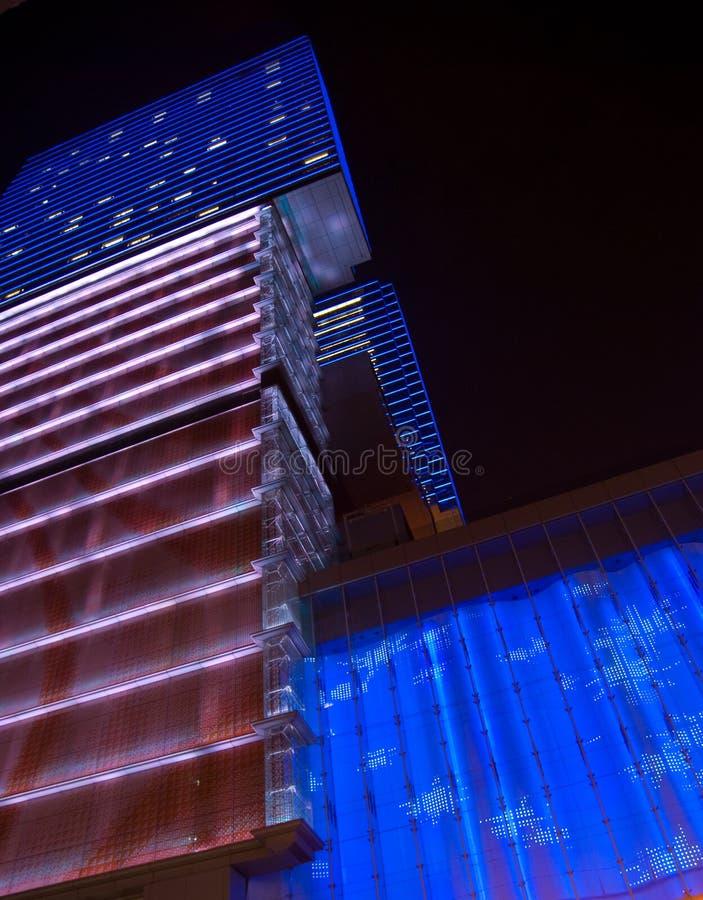 Edificio adornado en la noche imagenes de archivo