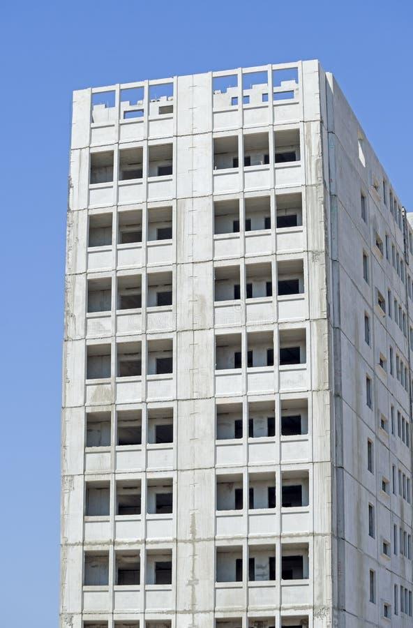 Edificio alto bajo construcción imagenes de archivo