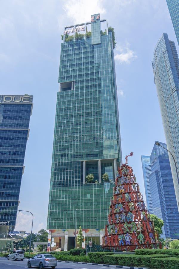 Edificio alto con los decoratioans del día nacional fotografía de archivo libre de regalías