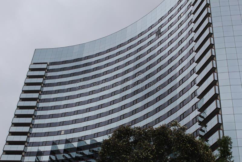 Edificio alto curvado fotografía de archivo