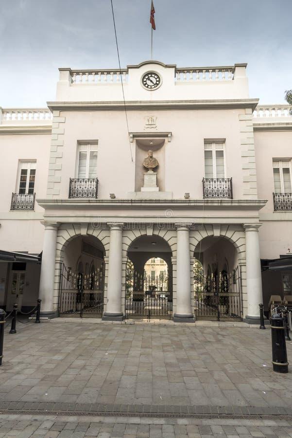 Edificio arqueado en Main Street Gibraltar imagen de archivo
