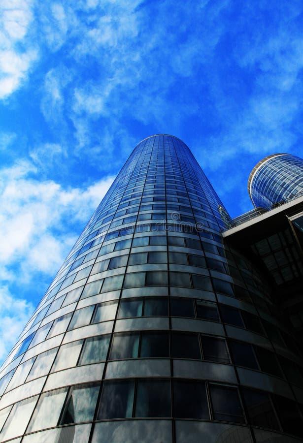Edificio azul moderno en LaDefense imagen de archivo libre de regalías