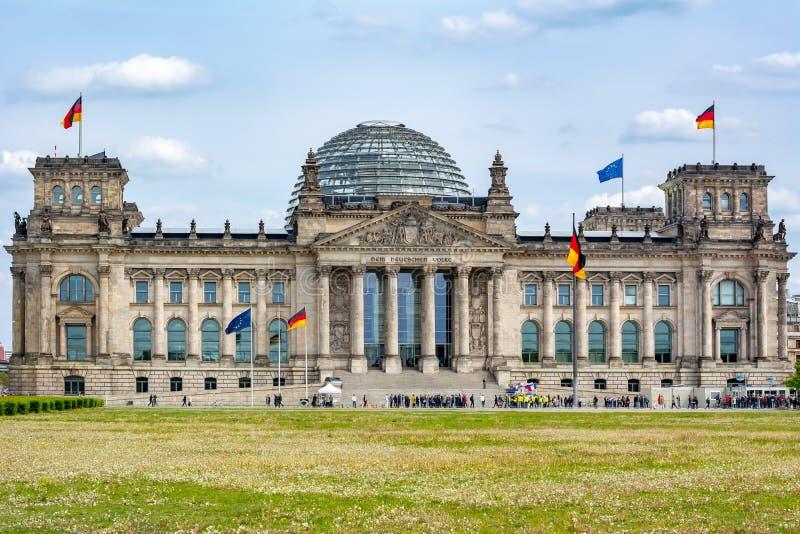 Edificio Bundestag - Parlamento di Reichstag della Germania a Berlino immagini stock
