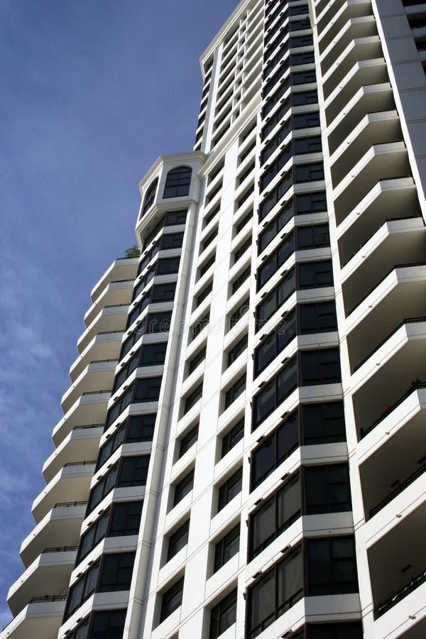 Edificio céntrico moderno de la propiedad horizontal foto de archivo libre de regalías