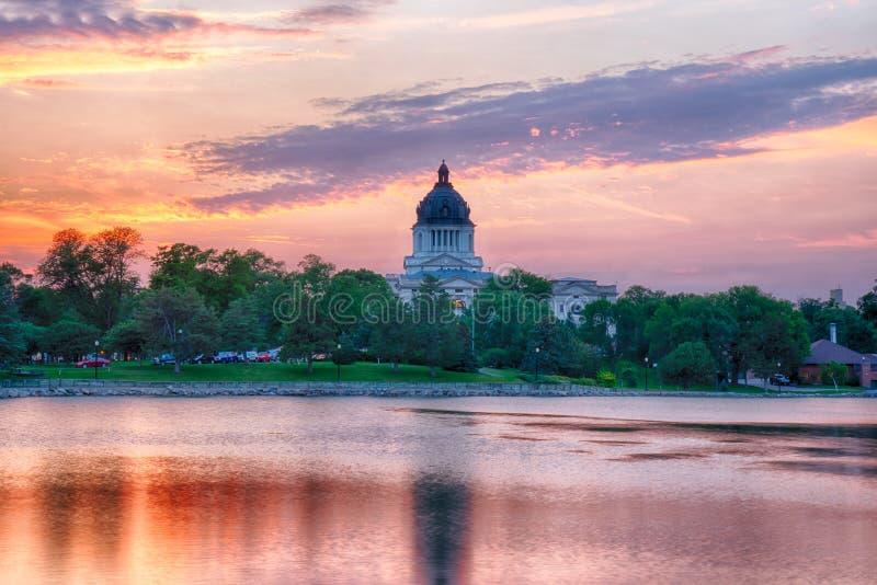 Edificio capital de Dakota del Sur en la puesta del sol imagen de archivo