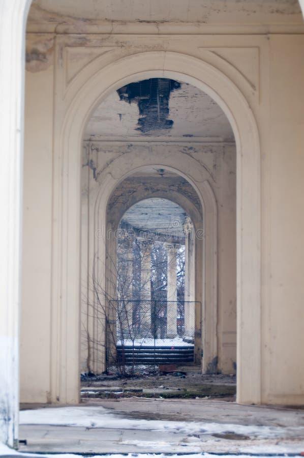 Edificio clásico degradado viejo foto de archivo libre de regalías