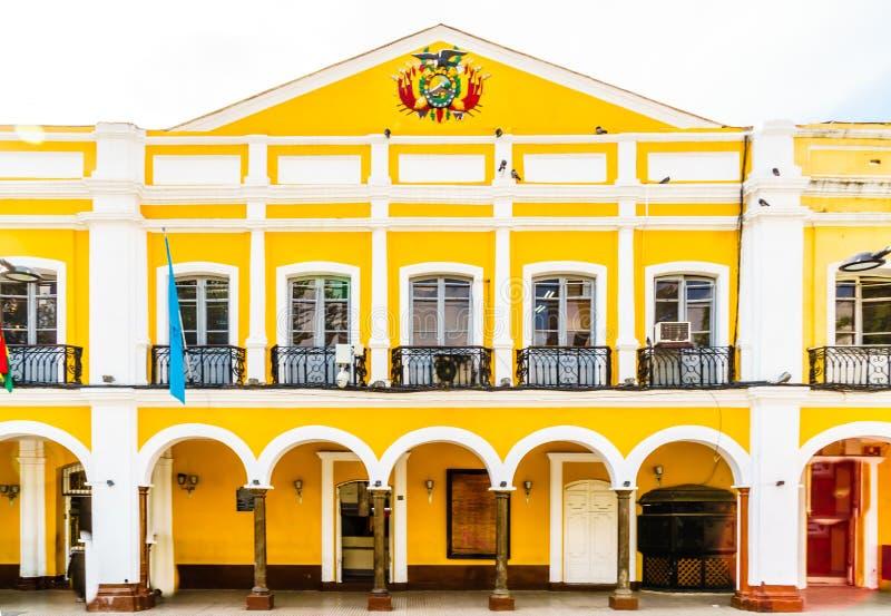 Edificio colonial por los dos puntos de la plaza en Cochabamba - Bolivia foto de archivo libre de regalías