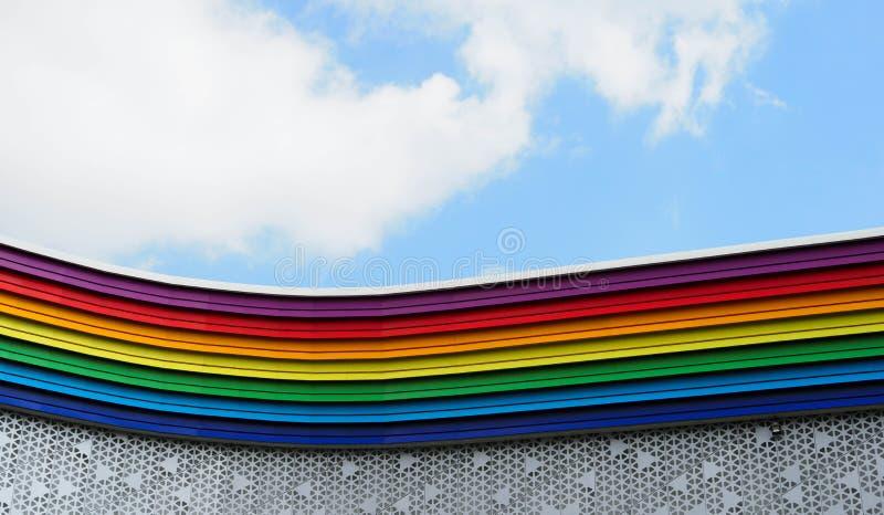 Edificio coloreado arco iris imágenes de archivo libres de regalías