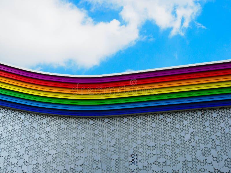 Edificio coloreado arco iris foto de archivo libre de regalías