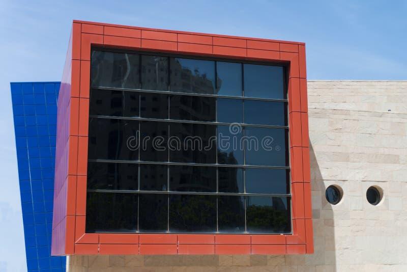 Edificio colorido en Holon Israel imagenes de archivo