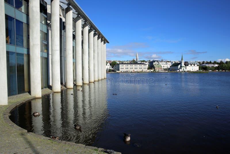 Edificio Columned reykjavik fotos de archivo libres de regalías