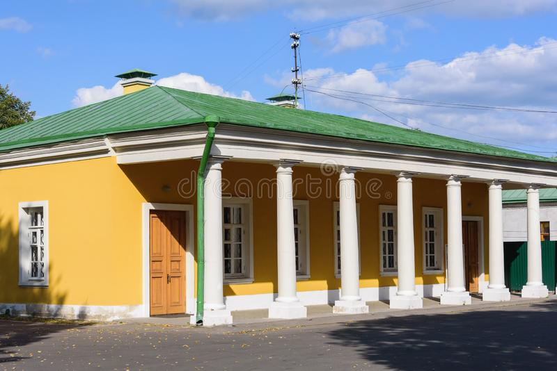 Edificio comercial en el Palacio Imperial en la ciudad de Tver imagen de archivo libre de regalías