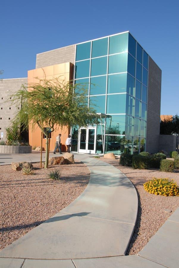 Edificio comercial moderno foto de archivo libre de regalías