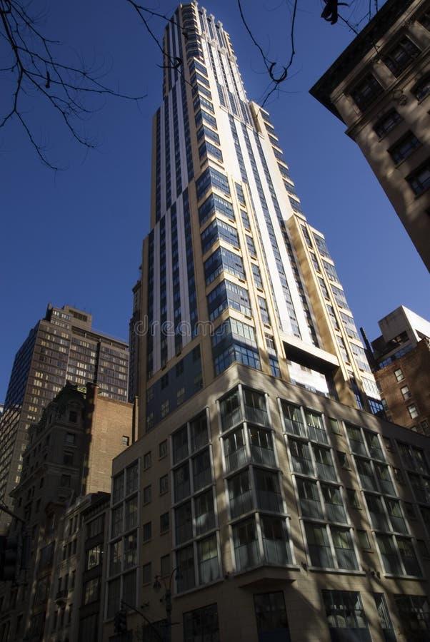 Edificio comercial moderno NYC imagen de archivo libre de regalías