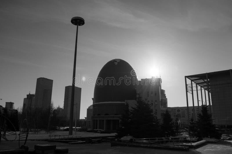 Edificio con forma de huevo en Astaná, Kazajistán imagen de archivo libre de regalías