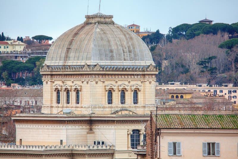 Edificio con gran cúpula fotos de archivo libres de regalías