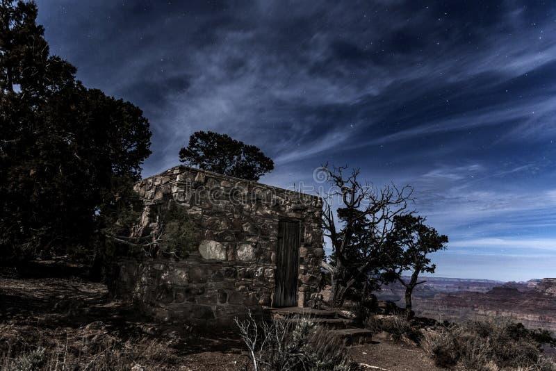 Edificio con vistas al desierto del Gran Cañón imagenes de archivo