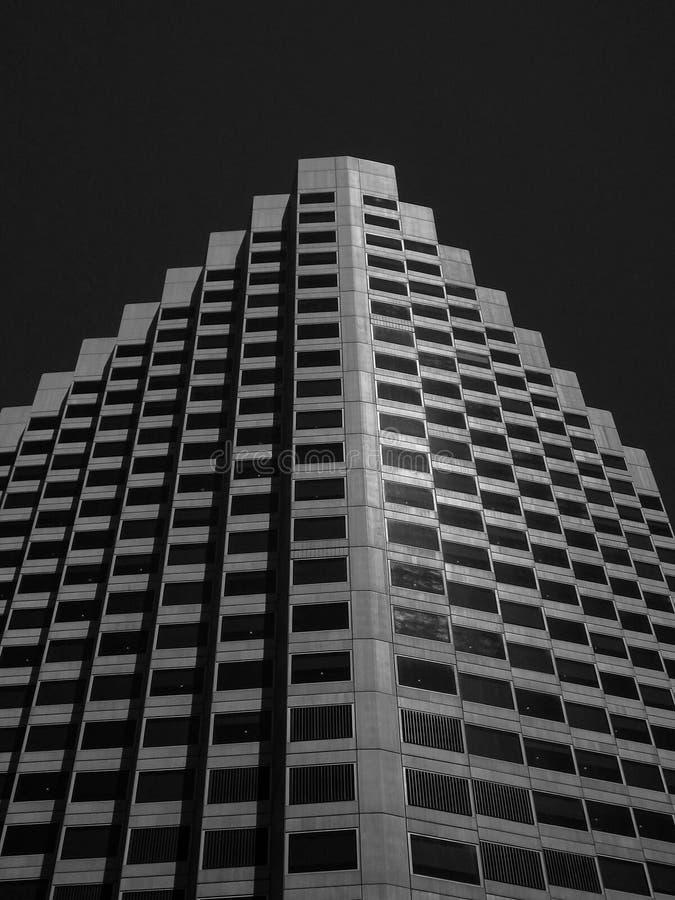 Edificio corporativo arquitectónico angular imagen de archivo