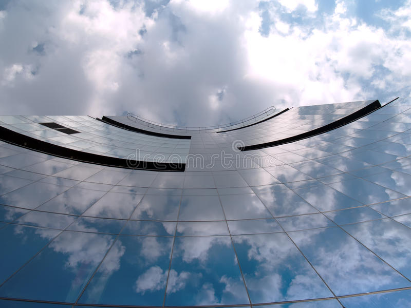 Edificio corporativo moderno en Tallinn Estonia imagenes de archivo