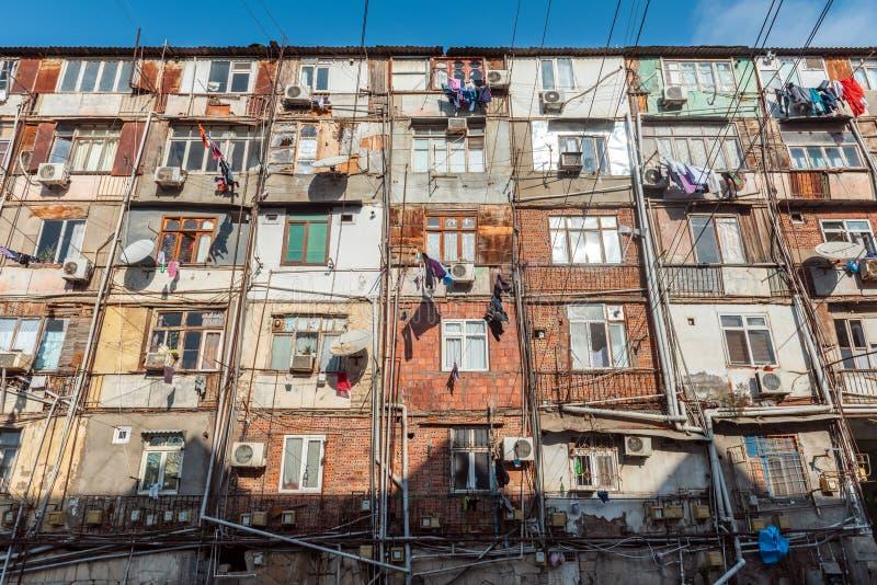 Edificio de apartamentos, vivienda temponary del refugiado fotografía de archivo libre de regalías