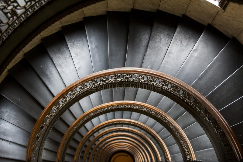 Edificio de Arrott - escalera de mármol espiral a medias circular - Pittsburgh céntrica, Pennsylvania imagenes de archivo